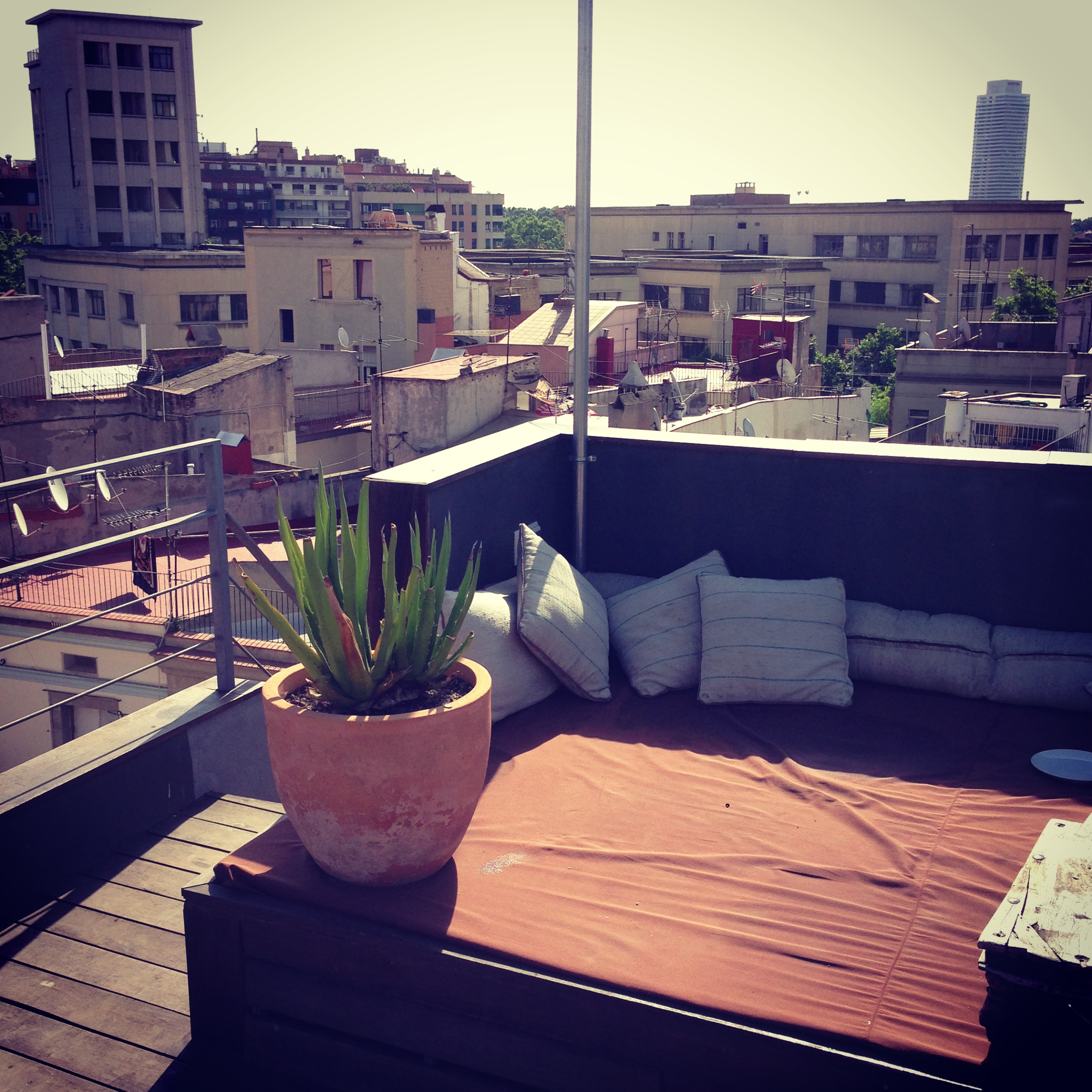 Petit_Penthouse_Barcelona_Rooftop_Couch.JPG